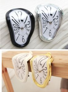 Đồng hồ để bàn điện tử 06