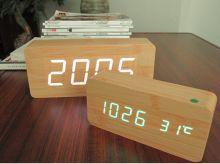 Đồng hồ để bàn LED 01