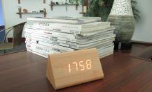 Đồng hồ để bàn LED 02